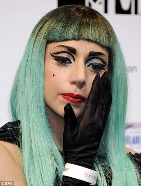 Lady Gaga не смогла сдержать слез в Японии