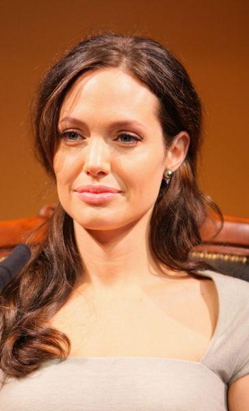 """Анджелина Джоли продвигает """"Подмену"""" в Японии"""
