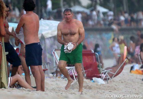 Харрисон Форд на пляже в Рио-де-Жанейро