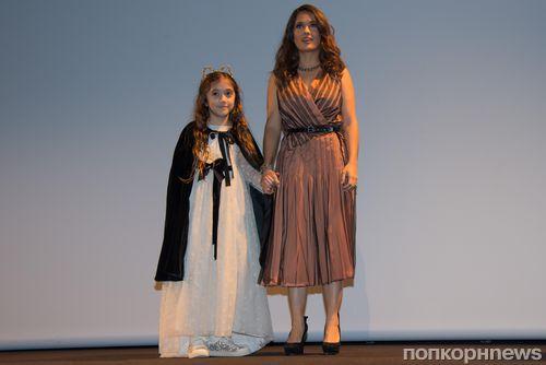 Дочь Сальмы Хайек готова отдать свои волосы больным детям