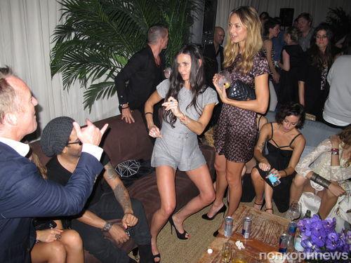 Деми Мур зажигает на вечеринке Chanel