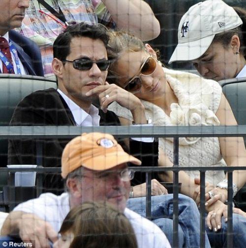 Дженнифер Лопес с мужем на бейсболе: может, мы уже пойдем домой?