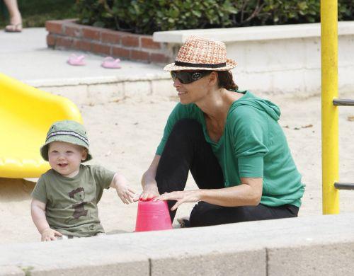 Мини Драйвер гуляет с сыном