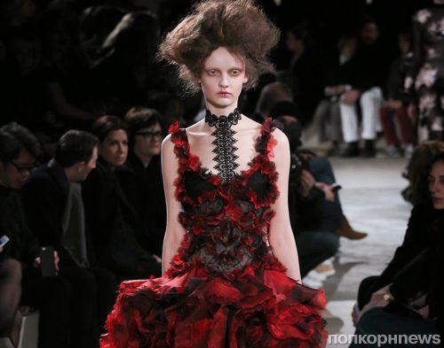 Модный показ новой коллекции Alexander McQueen. Осень / зима 2015-2016