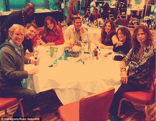 Дженнифер Лопес с коллегами по телешоу American Idol