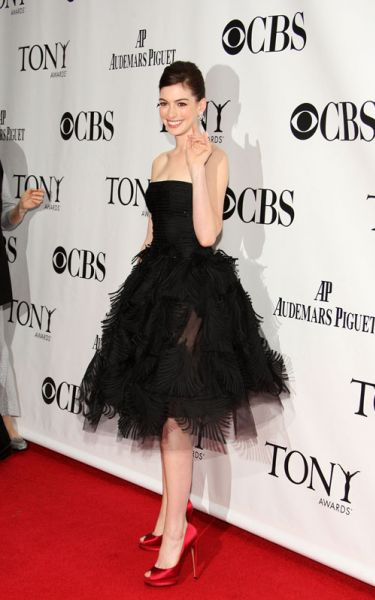 Энн Хэтэуэй на Tony Awards 2009