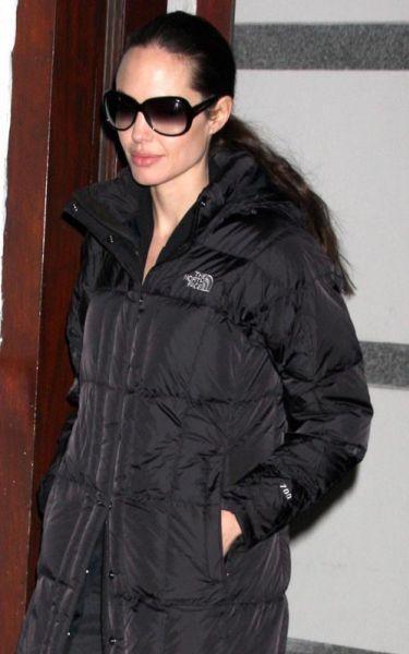 Анджелина Джоли работает, Брэд Питт играет