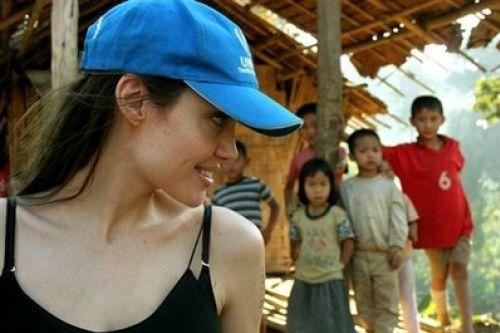 Анджелина Джоли просит освободить бирманских беженцев