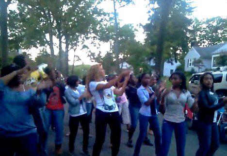Видео: Бейонсе Ноулз танцует на улице