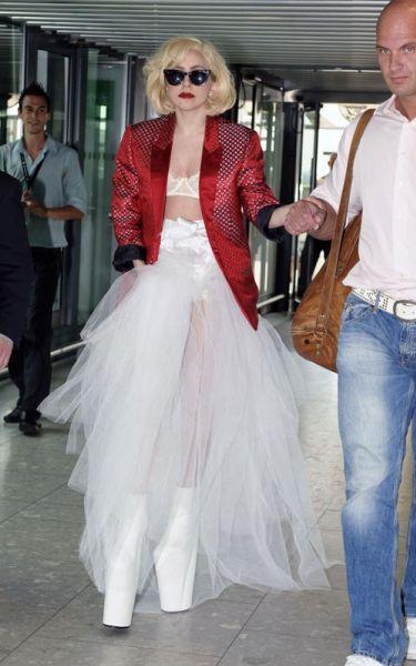 Lady Gaga не сдается и снова носит высокие каблуки