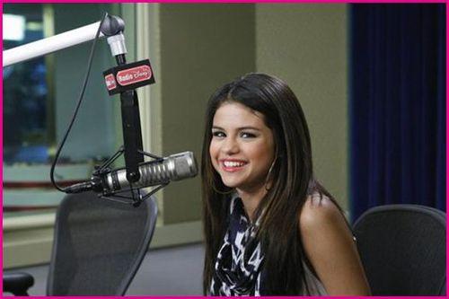 Селина Гомес на дне рождения радио Disney