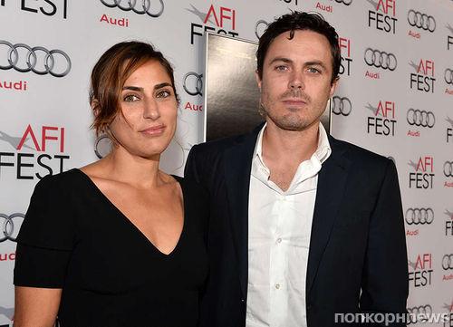 Кейси Аффлек официально развелся с женой