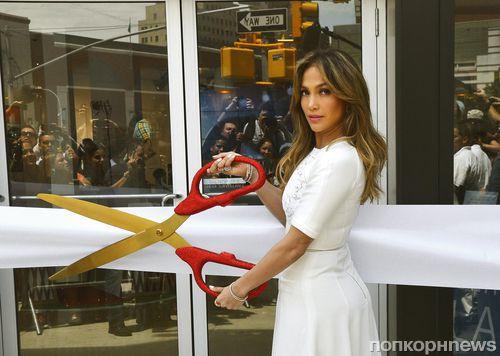 Дженнифер Лопес открыла магазин Viva Movil