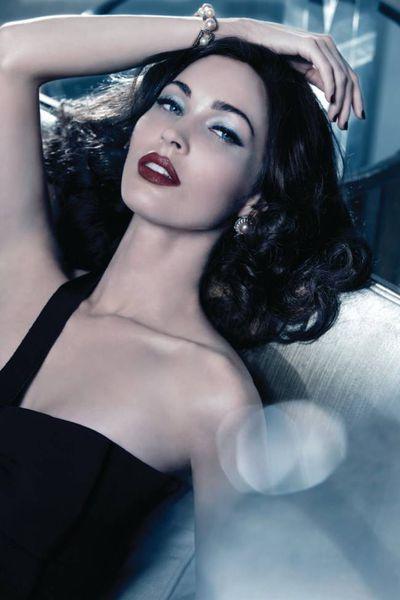 Первый взгляд: Мега Фокс для рождественской коллекции косметики Giorgio Armani Beauty