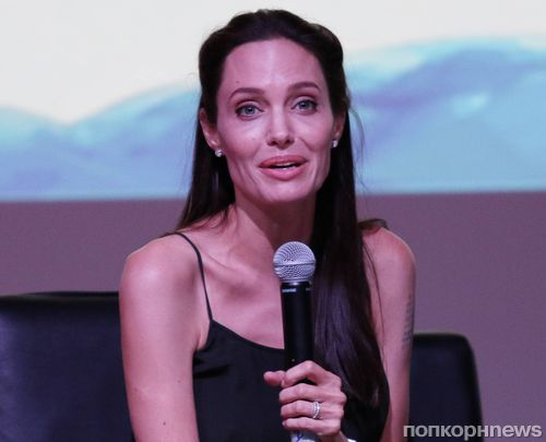 Анджелина Джоли сделала новое тату в память о жертвах террора в Камбодже