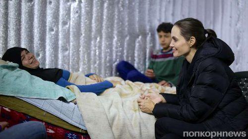 Анджелина Джоли побывала в лагере сирийских беженцев