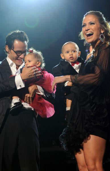 Дженнифер Лопес с мужем и детьми 14 февраля