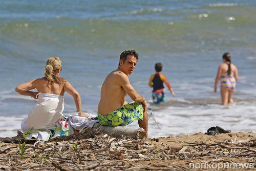 Бен Стиллер на гавайском пляже с семьей
