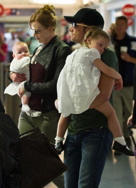 Николь Кидман с семьей в аэропорту Лос-Анджелеса