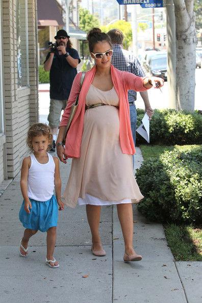 Джессика Альба с дочерью в Лос-Анджелесе