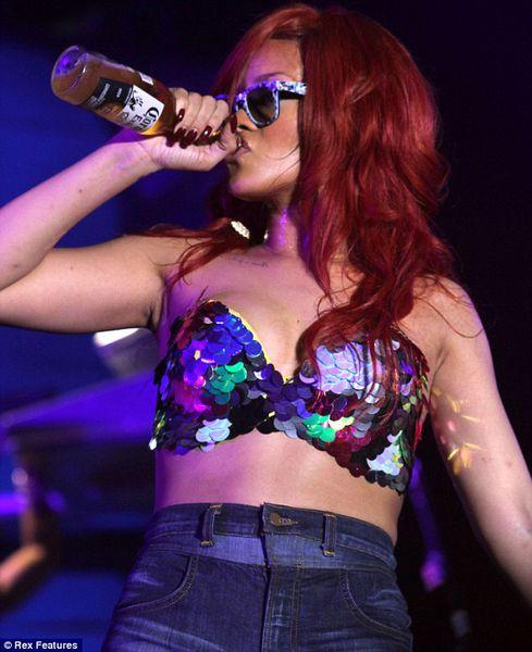Провокационное поведение Рианны на концерте в Атлантик-Сити