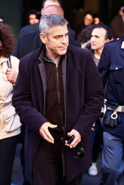 Джордж Клуни тоже помогает пострадавшим на Гаити
