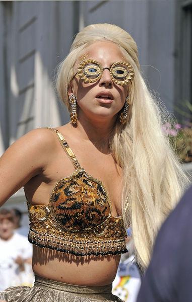 Lady Gaga в рекламном ролике новой коллекции Mugler