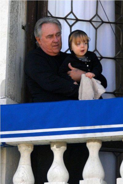 Нокс Джоли-Питт проводит время со своим дедушкой