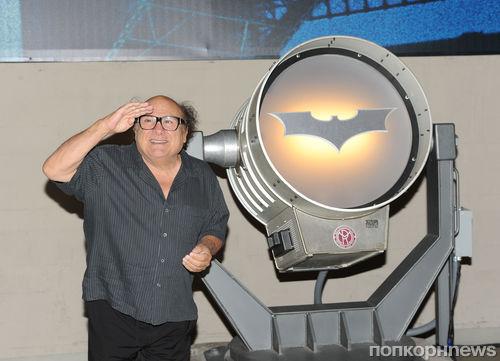 Дэнни ДеВито отпраздновал день рождения Бэтмена