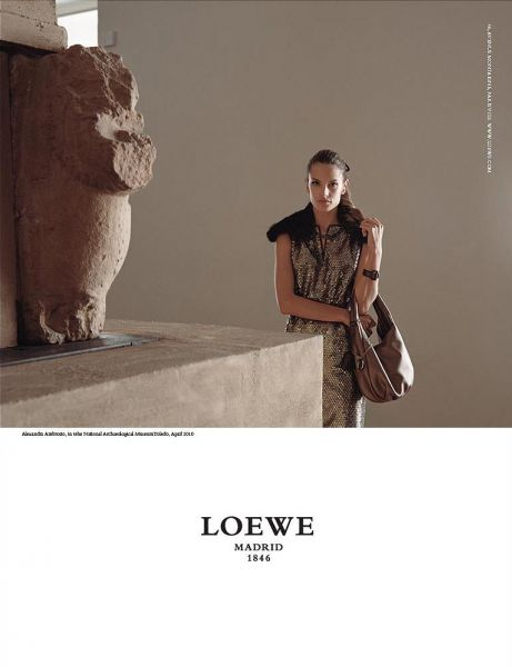 Модели Victoria's Secret для Loewe Fall/Winter 2010/11