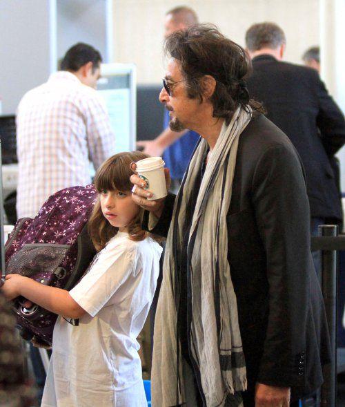 Аль Пачино с близнецами в аэропорту Лос-Анджелеса