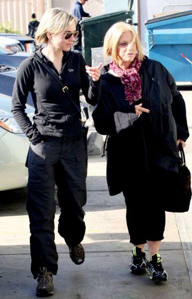 Рене Зеллвегер готовится к Рождеству вместе с мамой Брэдли Купера