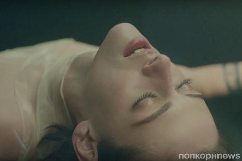 Видео: Кристен Стюарт снялась в рекламе нового аромата Gabrielle Chanel