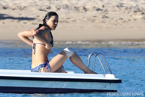 Мишель Родригес отдыхает на пляже Сардинии
