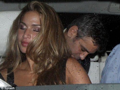 Джордж Клуни любит официанток