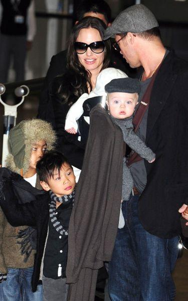 Семейство Джоли-Питт приехали в Японию