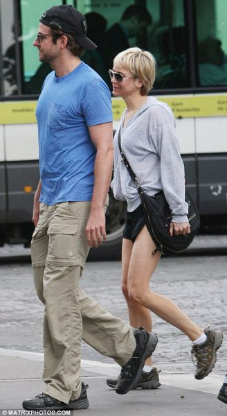 Рене Зеллвегер и Брэдли Купер гуляют в Париже
