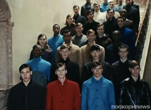 Хор моделей-мужчин исполнили песню Daft Punk  «Get Lucky»