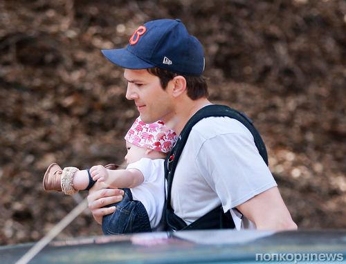 Эштон Катчер с новорожденной дочкой спасается от папарацци