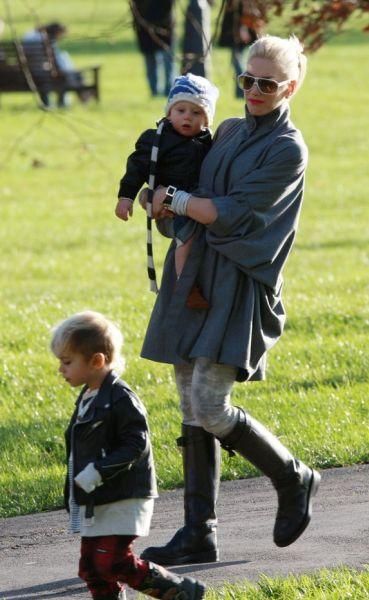 Гвен Стефани с мужем и сыновьями Зумой и Кингстоном в Лондоне