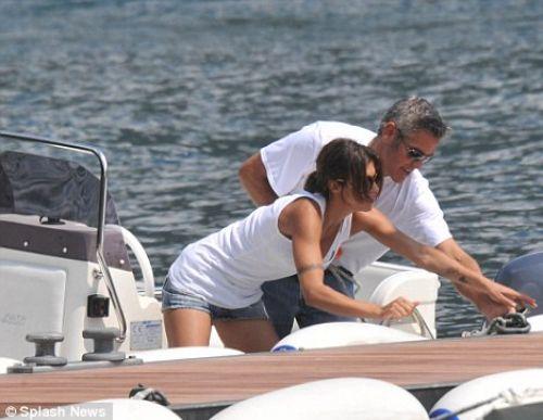 Джордж Клуни отдыхает с новой девушкой