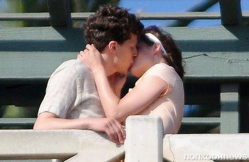 Фото: Кристен Стюарт и Джесси Айзенберг целуются на съемках нового фильма Вуди Аллена