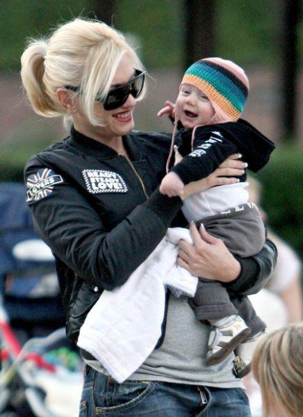 Гвен Стефани в парке с детьми