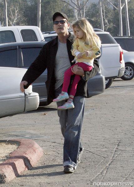 Чарли Шин призывает закидать школу его дочки тухлыми яйцами