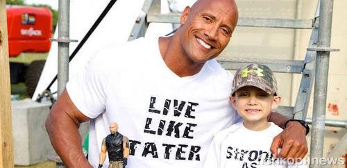 Дуэйн Джонсон навестил больного раком 7-летнего поклонника
