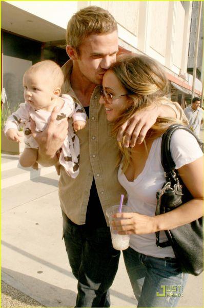 Кэм Жиганде - заботливый отец