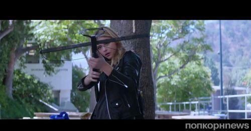 Видео: Хлоя Морец спасает мир от апокалипсиса фаст-фуда