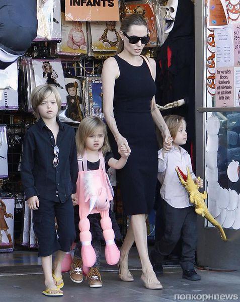 Дети не дают Анджелине Джоли страдать звездной болезнью
