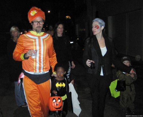 Семья Джоли-Питт в костюмах к Хэллоуину
