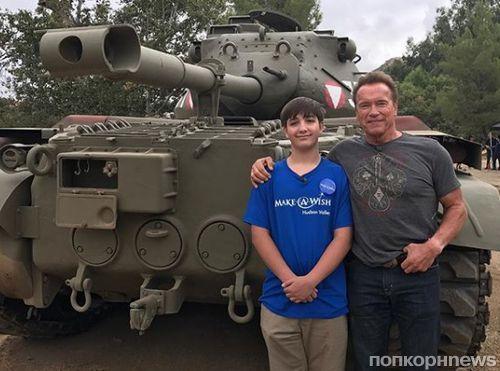 Арнольд Шварценеггер прокатил больного ребенка на личном танке